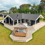Hotel Pictures: Three-Bedroom Holiday home in Nexø 30, Balke