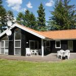 Four-Bedroom Holiday home in Hals 13, Hals