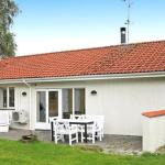 Hotel Pictures: Four-Bedroom Holiday home in Glesborg 18, Fjellerup