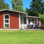 Hotel Pictures: Three-Bedroom Holiday home in Hals 37, Hou