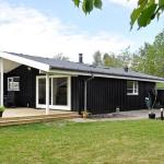 Hotel Pictures: Two-Bedroom Holiday home in Juelsminde 8, Sønderby