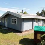 Hotel Pictures: Three-Bedroom Holiday home in Hundested 3, Hundested