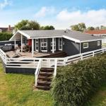 Hotel Pictures: Four-Bedroom Holiday home in Rønde 3, Rønde