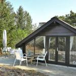 Two-Bedroom Holiday home in Henne 9, Henne Strand
