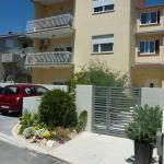 Full Apartment,  Podstrana