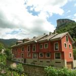 Hotel Pictures: Apartamentos Puente La Molina, Carreña