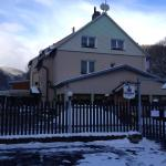 Hotel Pictures: Penzion54 & Restaurace, Ostrov