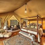 Sand River Masai Mara,  Ololaimutiek