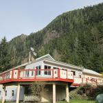 Hotel Pictures: Cedars Inn, Zeballos