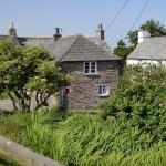 Hotel Pictures: Pillar Box Cottage, Tintagel