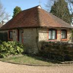 Hotel Pictures: Stable Cottage, Pulborough