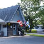 Hotel Pictures: Wildwood Motel, Shelburne