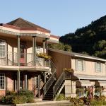 Hotel Pictures: Auberge La Porte Rouge, Mont-Tremblant