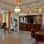 Hotel Pictures: Qualys-Hotel Terminus, Bourg-en-Bresse