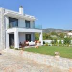 Villa Aggemari, Apidias Lakos