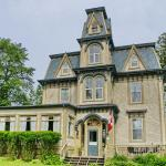 Hotel Pictures: Bluenose Lodge and Victorian Inn, Lunenburg