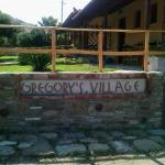 Gregory's Village, Plati