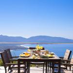Hotel Pictures: Squarebreak - Belvedere Over The Mediterranean, Olmeto