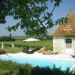 Hotel Pictures: Chambre d'Hôtes Clos des Pierres Blanches, Brie-sous-Archiac
