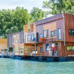 ArkaBarka 2- Floating Dream Apartments, Belgrade
