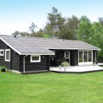 Hotel Pictures: Three-Bedroom Holiday Home Snedkervej 08, Bratten Strand