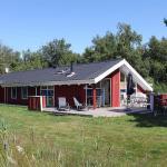 Three-Bedroom Holiday Home Revlingevej with a Sauna 01, Vesterø Havn