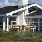 Three-Bedroom Holiday Home Gærdesmuttevej with a Sauna 01,  Østerby