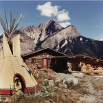 Hotel Pictures: Rocky Mountain Log Chalet, Golden