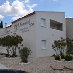 Hotel Pictures: Appart'hôtel et chambres Essentiel Spa, Arles