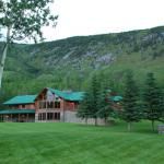 Hotel Pictures: Stone Mountain Safaris Bed and Breakfast, Toad River