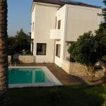 Villa Elia, Elia