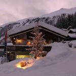Hotel Pictures: Feriendorf Tschuggen, Blatten bei Naters