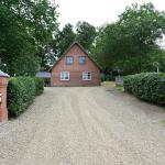 Hotel Pictures: Lottes Bed and Breakfast, Fårvang