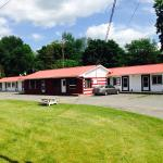 Hotel Pictures: Colonial Inn Motel, Madoc