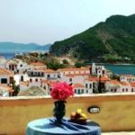 Aperanto Galazio, Skopelos Town