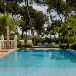 Hotel Pictures: Four-Bedroom Villa in Santa Eulalia del Río with Pool, Cala Llonga