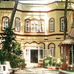 Anand Resort, Bordi