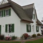 Hotel Pictures: Schwankes Ferienhaus Seeadler, Ummanz
