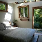 Hotel Pictures: Emerald Forest Bed & Breakfast, Tofino