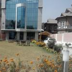 The Hyde Park Inn, Srinagar