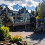 Hotel Pictures: Wildwood Lodge by Peak to Green Accommodations, Whistler