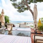 Hotel Pictures: Stylish appartement on the board of the sea, Èze