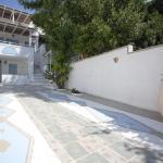 Villa Venus, Adamas