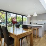 Veeve - Five Bedroom House in Balham,  London