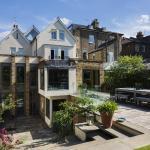 Veeve - Five Bedroom House in Wandsworth,  London