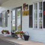 Hotel Pictures: Hôtel Maison Blanche, New Carlisle
