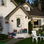 Hotel Pictures: Charm of Qualicum Bed and Breakfast, Qualicum Beach