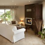 Hotel Pictures: La Bergerie, Pollionnay