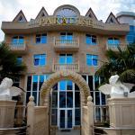 Paradise Hotel, Adler