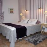 Hotel Pictures: Les chambres de La Fontaine, Chavagne